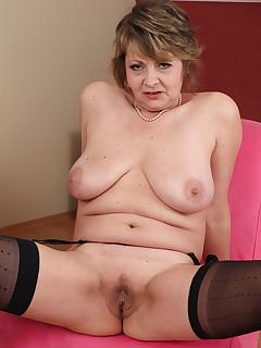 Older Women nylon galeries